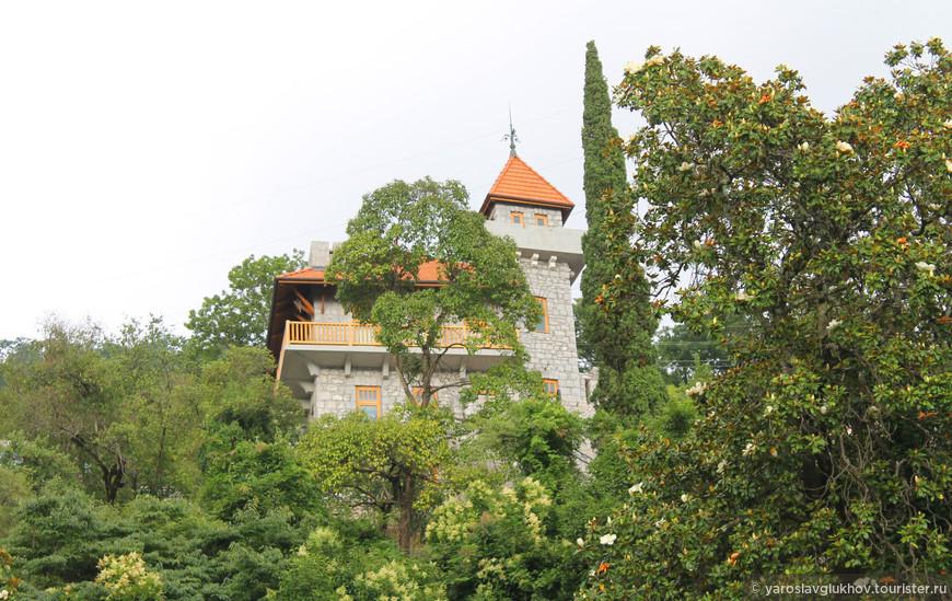 Где-то там находится замок принца Ольденбургского.