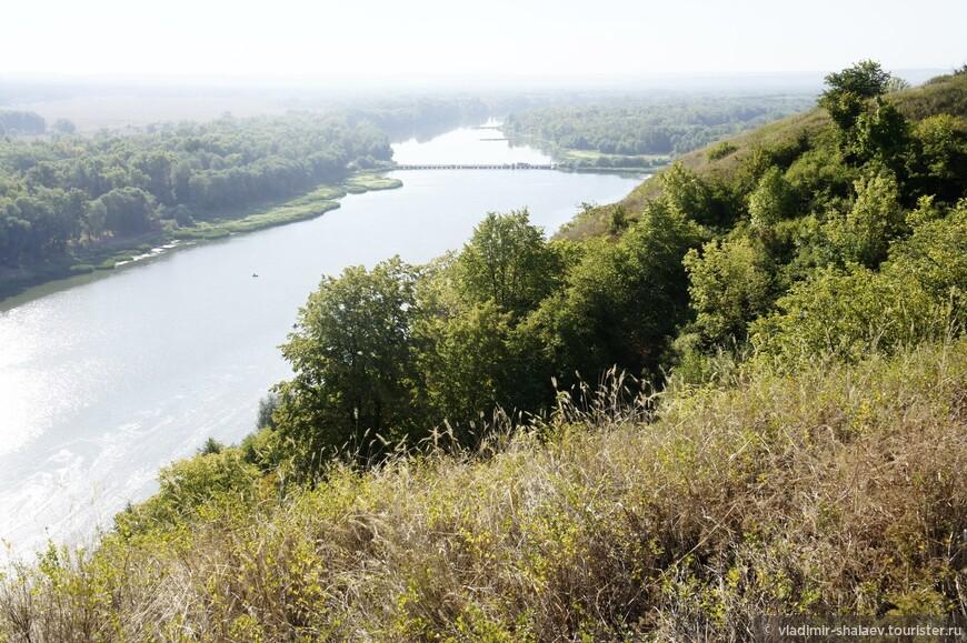 Из Залимана дорога приведёт в хутор Галиевка, из которого открывается  красивый вид на реку Дон. Оба берега реки соединяет понтонная переправа.