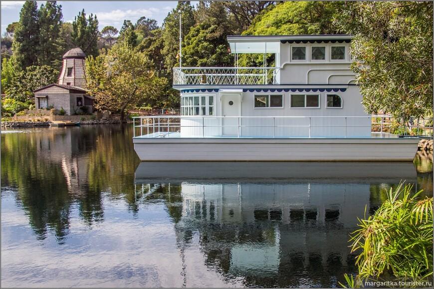 """Двухэтажный  речной кораблик в стиле Миссисипи плавучий дом, под названием """"Аделина"""""""