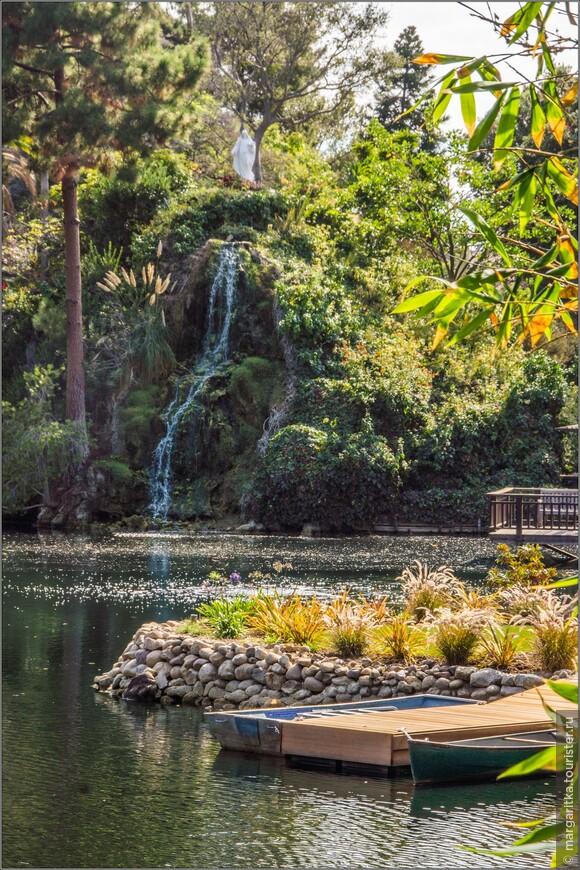 в дневном мареве, да к тому же, напротив солнца кажется, что фигура И. Христа парит над водопадом