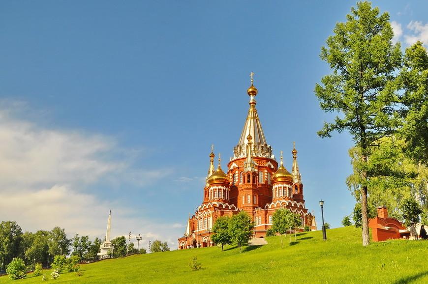 13. Полное наименование собора – Собор Святого Архистратига Михаила. После революции в храме располагался музей ВАО, но в 1937 году совет принял решение о сносе здания.