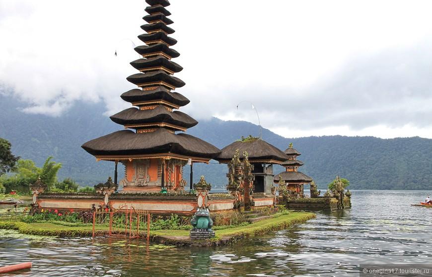 Храм возведен в честь богини плодородия Дану и расположен в невероятно красивом месте!
