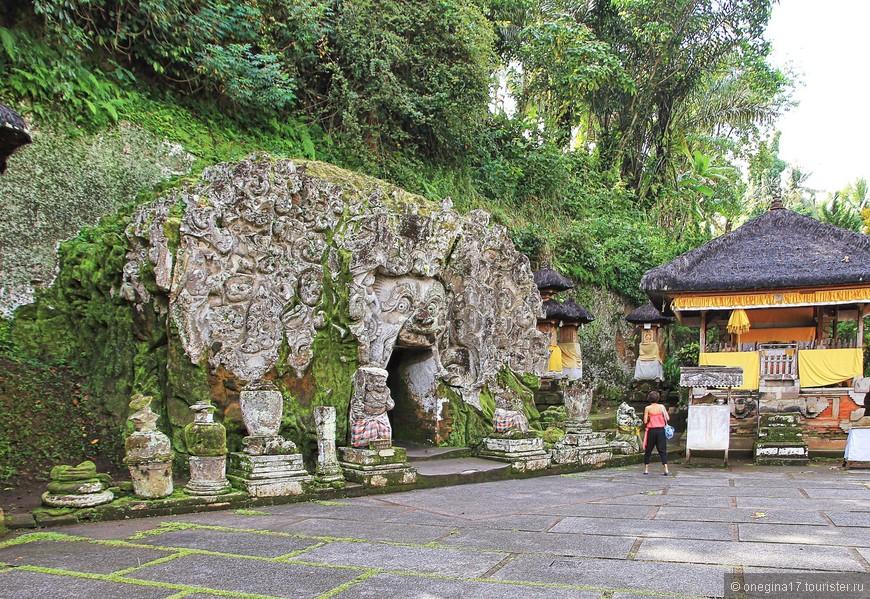 Слоновья пещера. Гоа Гаджа. Археологический памятник Бали, датируется 9-11 веками.