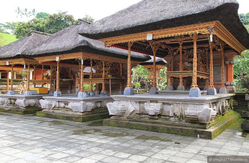 Храм впечатляет красотой, как в целом, так и в деталях.