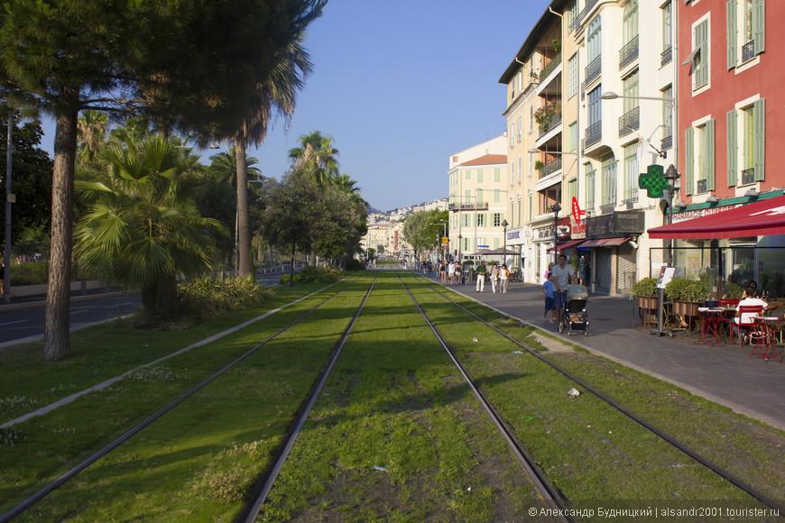 Трамвай очень распространённое транспортное средство в г. Ницце.