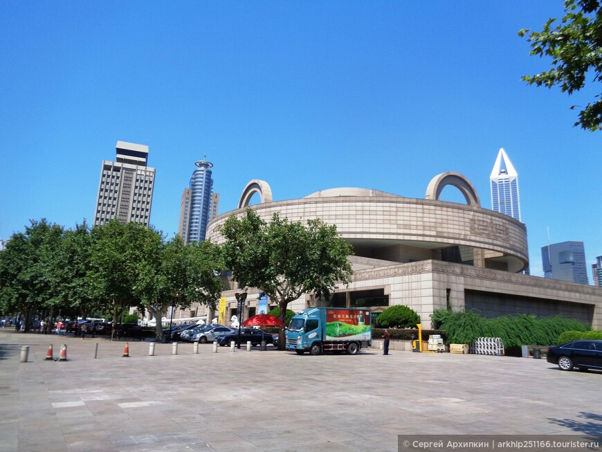 Шанхайский музей в самом центре Народной площади