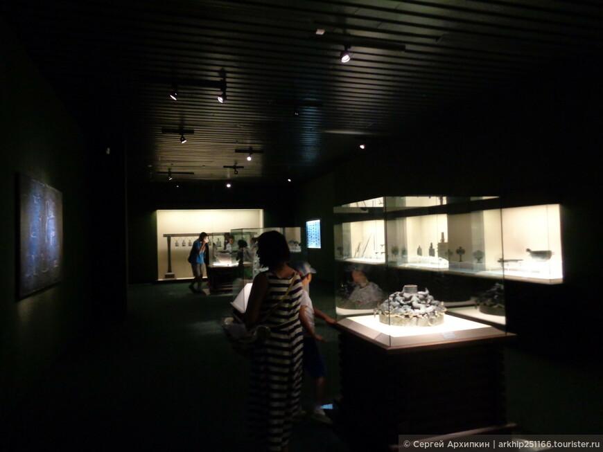 Зал старинных бронзовых изделий в шанхайском музее