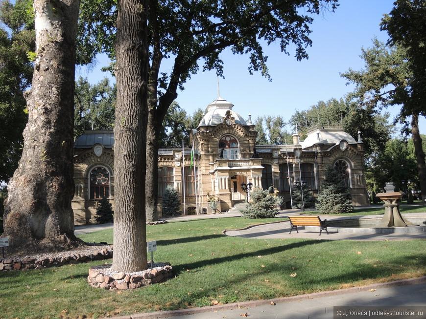 бывшая резиденция князя Романова, ныне здесь принимают иностранные делегации