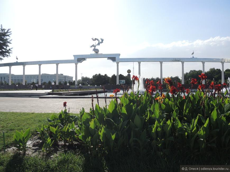 Арка добрых и благородных устремлений на площади Независимости