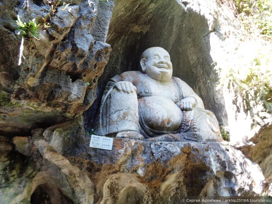 Веселый Будда в храме Линъин