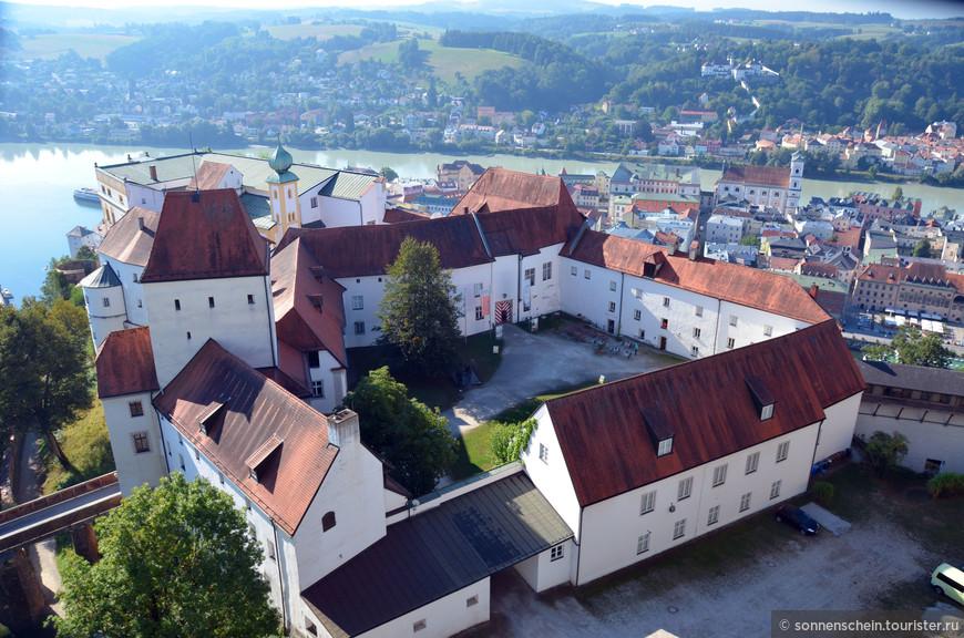 Во второй половине XVI века князья-епископы сделали из нее военное укрепление, которое впоследствии постепенно модернизировали. Около 1700 года здесь возник звездообразный бастионный пояс. В 1803 году королевство Бавария получило это расширенное укрепление в качестве пограничного форта (до 1867 года).