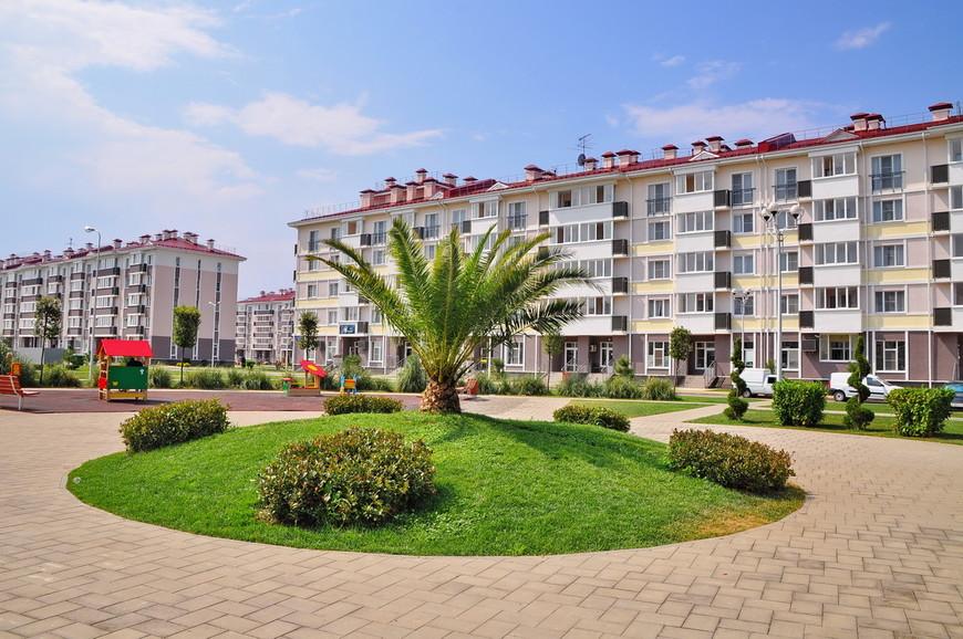 20. Смысл апарт-отеля прост – вы снимаете обслуживаемую квартиру на долгий (по курортным меркам) срок. Стоимость съема апартаментов в сезон – от 2000 рублей в сутки.