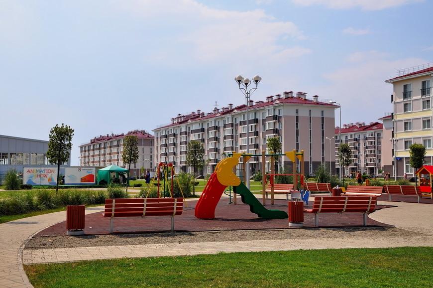 25. От отеля к пляжу хотят экспресс трамвайчики, за 50 рублей увезут прямо к воде. Хотя можно и просто пешком дойти.