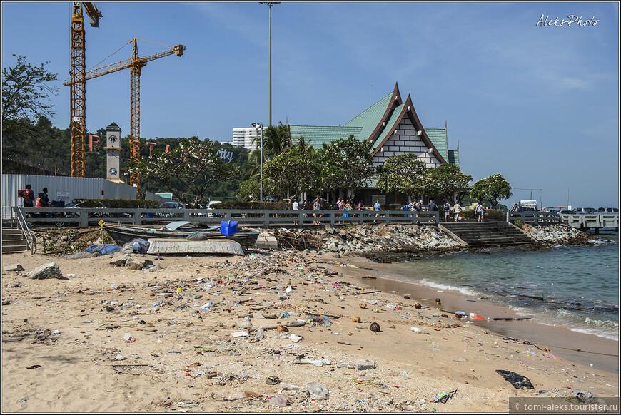 Почти пришли. Довольно нехарактерное зрелище в виде замусоренного берега. Но этот берег — просто чистейший ро сравнению с тем, что я показывал недавно в заметке про рыбаков Бомбея...