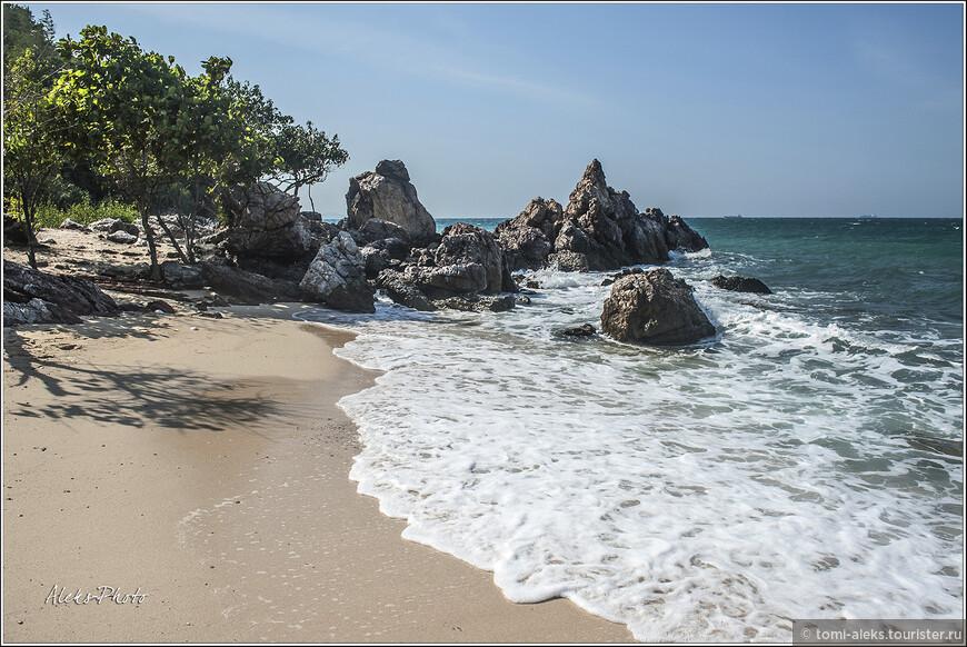 Бухточка, удобная для купания. Здесь кроме общественных пляжей есть уголки, куда редко кто-то заглядывает...