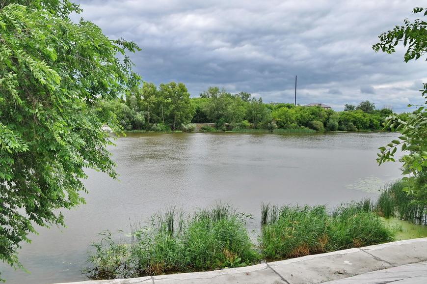 12. Бросил еще раз взгляд на «зеленую» зону и перешел через мост, чтобы показать всю территорию городской набережной.