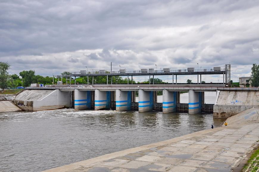 15. Плотинка с другой стороны. Оборудование набережной тут более современное – все залито бетоном.