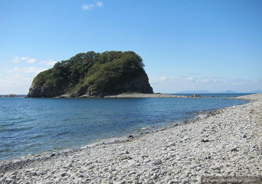 Бухта Гротовая, почти никого нет, море чистейшее, надо только иметь тапочки для плавания.
