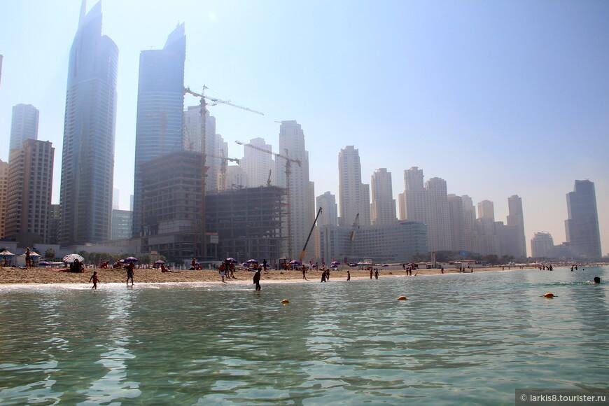 Дубай - это большая стройплощадка, даже на пляже.