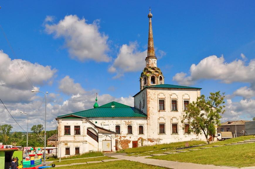 Соборная колокольня (1713 г.) и Воскресенско-Рождественская церковь (1721 - 1752 гг.)