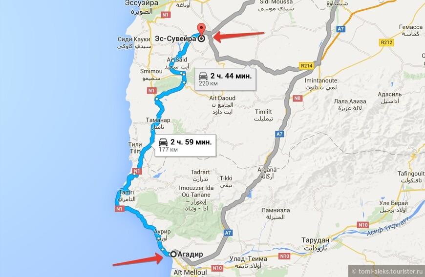 В самом начале пути дорога тянется вдоль побережья. И из автобуса видно океан. Потом она петляет между предгорьями. В Марокко ландшафт удивительно разнообразный.