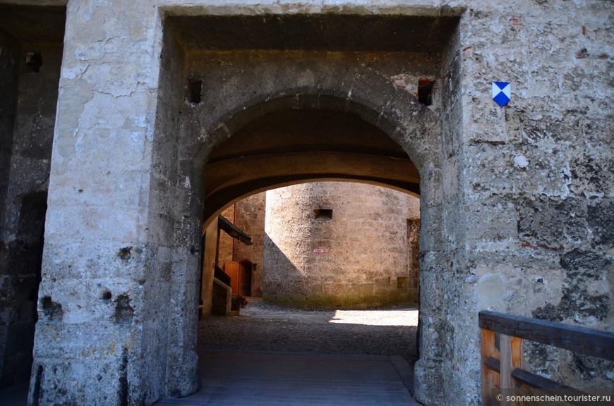 С середины XV века замок стал резиденцией для вдов и жен герцогов: Маргариты Австрийской, изгнанная своим супругом Генрихом XVI, стала первой среди них. Также здесь хранилась большая часть герцогской казны. Здесь в 1447 году погиб пленник Генриха XVI Людвиг VII.