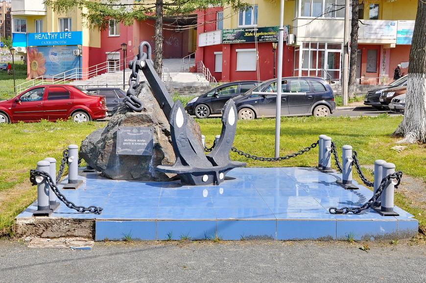 09. Памятник находится в плохом состоянии. Делать отделку тонким кафелем было опрометчиво.