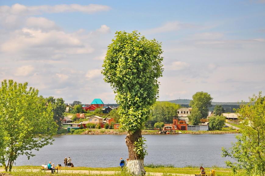11. Больше всего в Первоуральске мне понравился городской пруд. Организованное Нижне-Шайтанское водохранилище или просто Нижний пруд очень красиво сливается с городом.