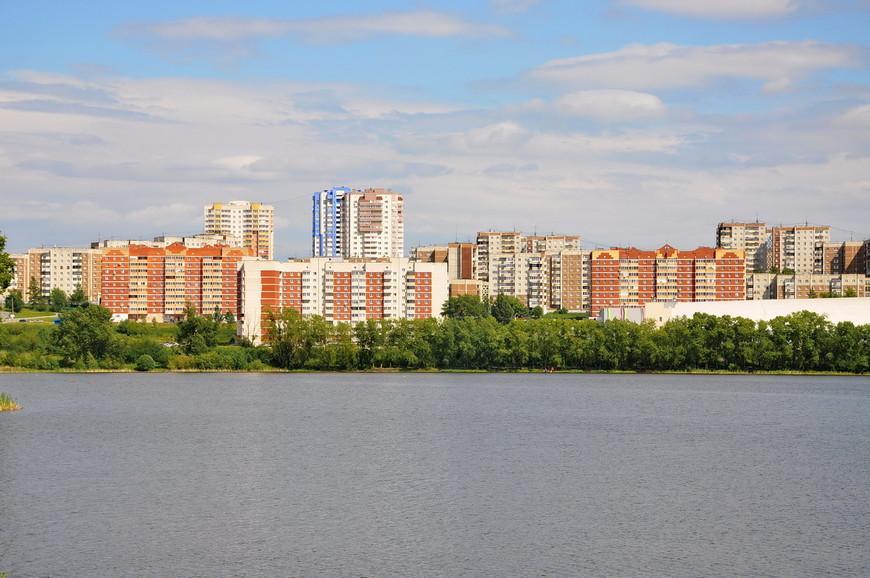 14. Застройка города преимущественно советская, но сейчас идет массовое строительство современного жилья.