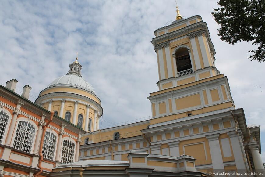 Свято-Троицкий собор — главное православное здание Александро-Невской лавры.
