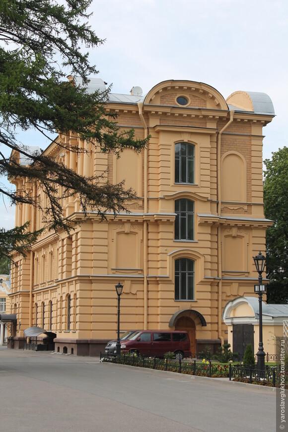 Служебные помещения Свято-Троицкой Александро-Невской лавры.