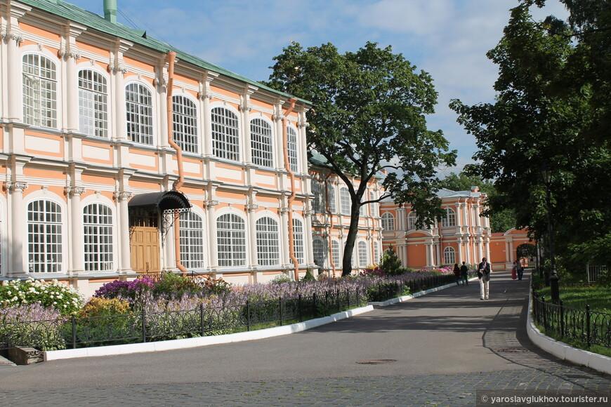 Фёдоровский корпус монастыря.