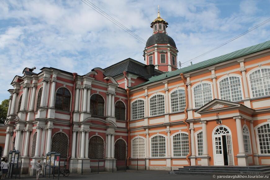 Благовещенская церковь и церковь Сошествия Святого Духа.