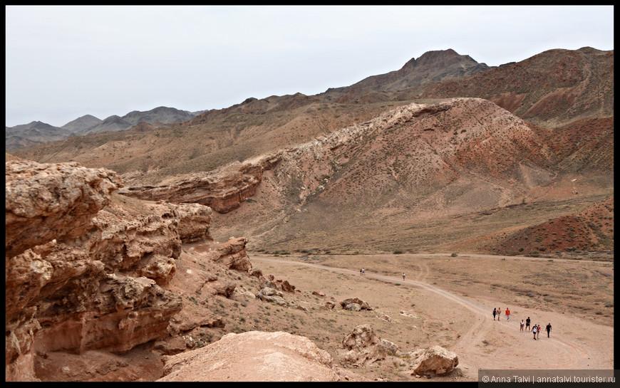 Удивительно неповторимые места, которым больше 18 мил. лет - это Чарынский каньон.
