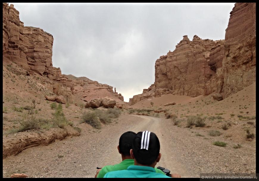В ущелье каньона мы чувствовали себя сливочным маслом на сковороде, было очень жарко...