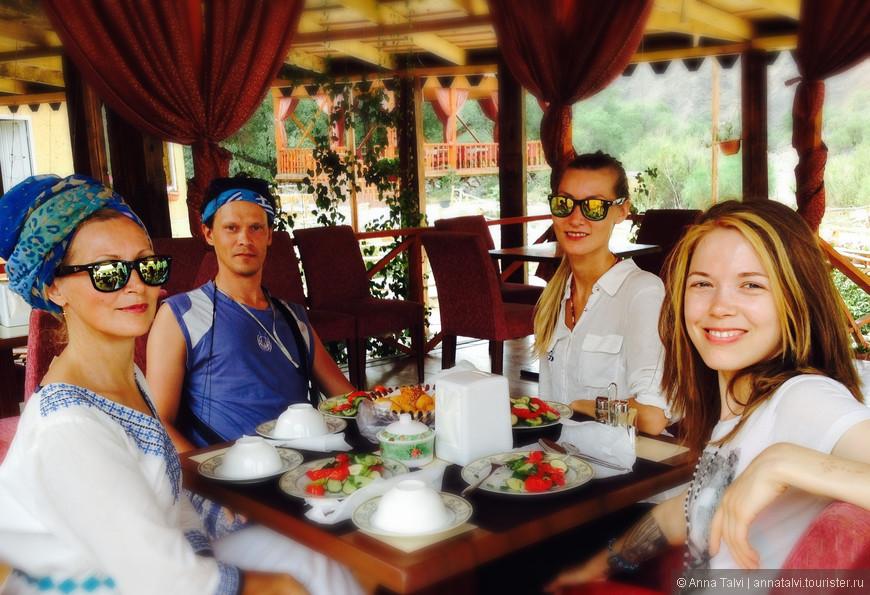 и пообедать, нас угощали вкуснейшим пловом и баурсаками