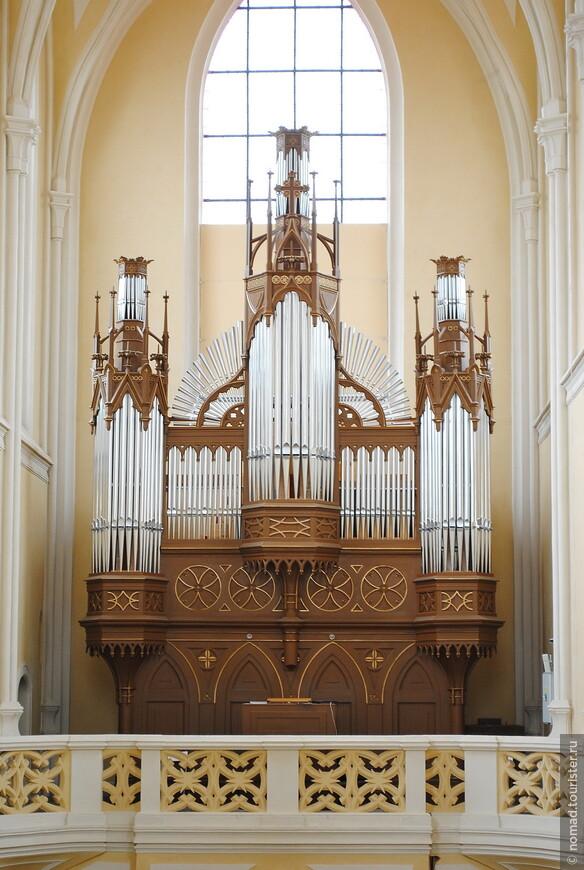 Собор Вознесения Девы Марии, орган