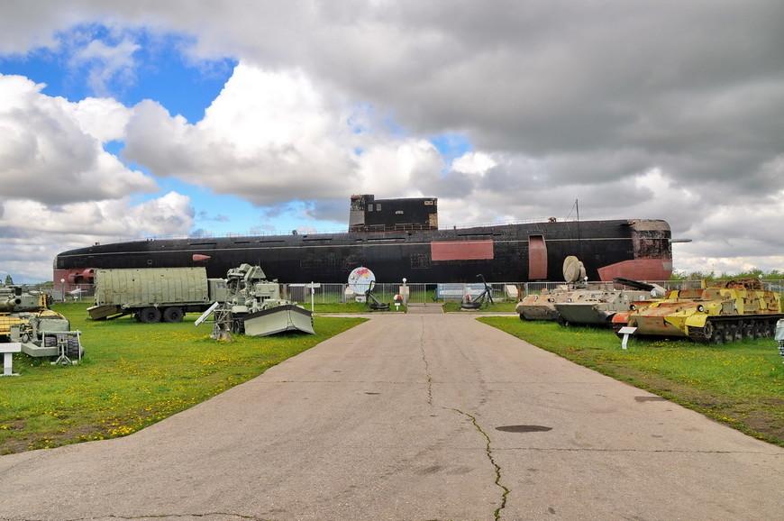 01. Б-307 была заложена 7 марта 1980 года на судостроительном заводе «Красное Сормово». Спущена на воду 30 сентября 1980 года. В течение двадцати двух лет лодка находилась на боевом дежурстве в составе Северного флота, входя в 4 эскадру ДПЛ с базированием в г. Полярный.
