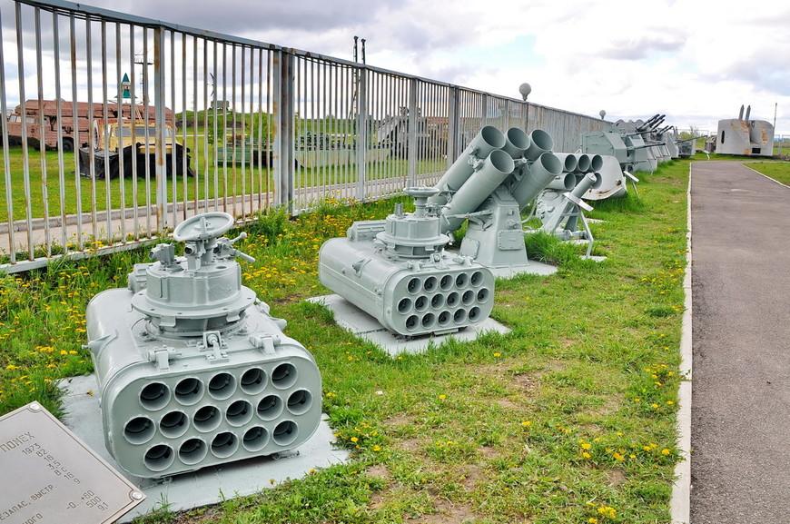 08. Корабельные орудия. Их выставка выглядит намного аккуратней.
