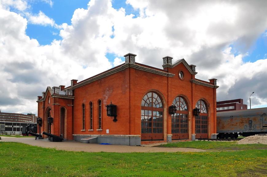 23. Здание железнодорожного вокзала. Внутри тоже экспозиция. Очень натурально получилось все сделать.