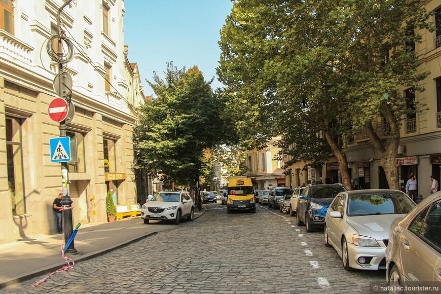 И опять пришли на улицу Коте Абхази, в поисках кафе-время обеда да и ногам требовался привал.