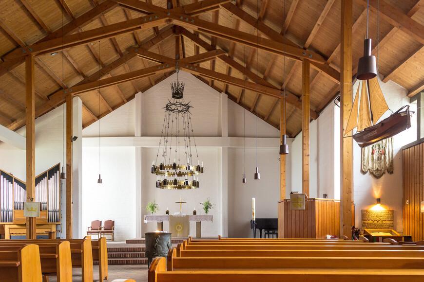 В церкви рыбаков
