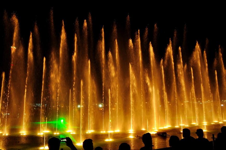 18. Театр воды выступал в Сочи с гастролями и сейчас его уже нет. Хотя, возможно, следующим летом он опять приедет радовать гостей парка.