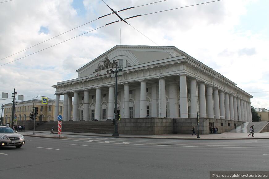 Здание Биржи обещают передать Государственному Эрмитажу, здесь разместится музей Русской гвардии и геральдики.