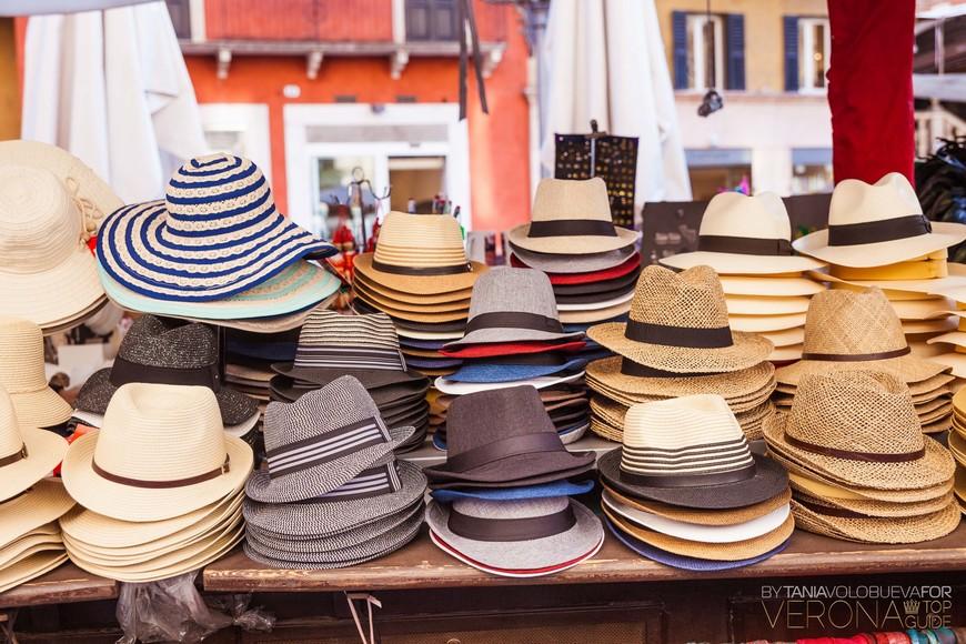 шляпки в Вероне...почему их так много и везде продают...спросите у гида:-)