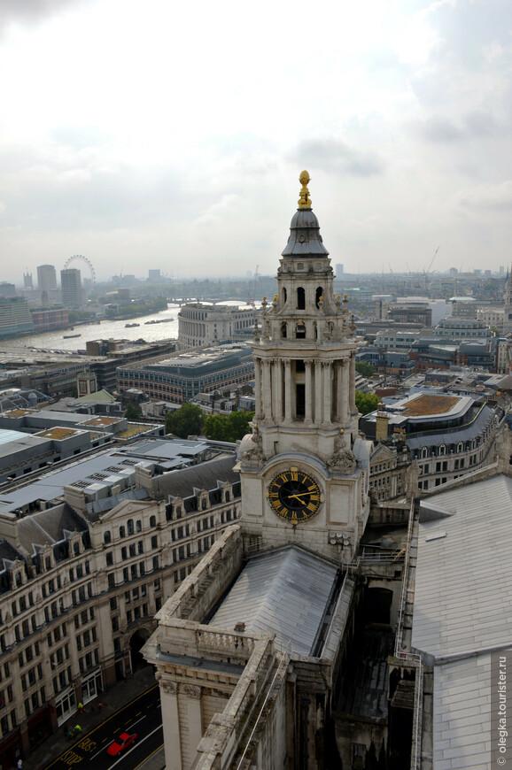 Панорамный вид Лондона с каменной галереи собора.