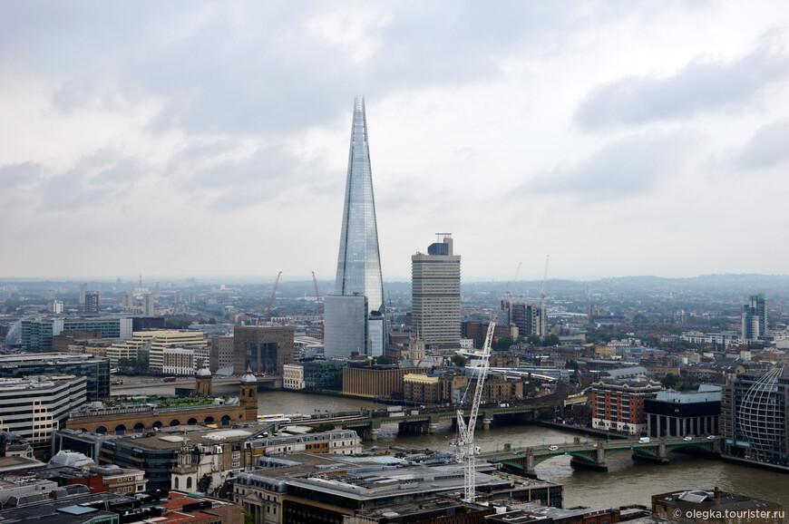 Панорамный вид Лондона с золотой галереи собора. Шард, Темза, мосты ...