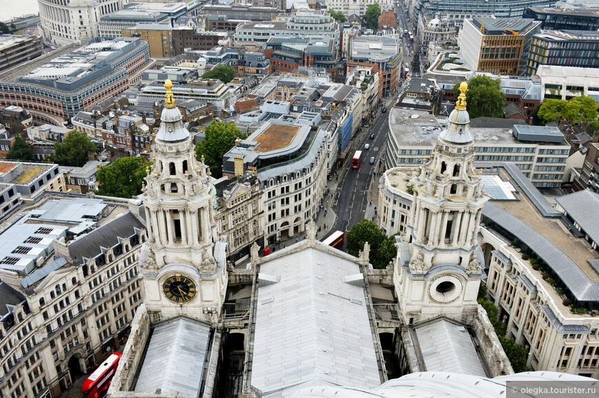 Панорамный вид Лондона с золотой галереи собора.