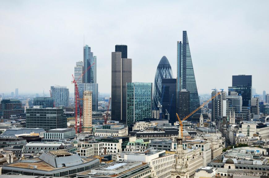 Панорамный вид Лондона с золотой галереи собора. Сити.