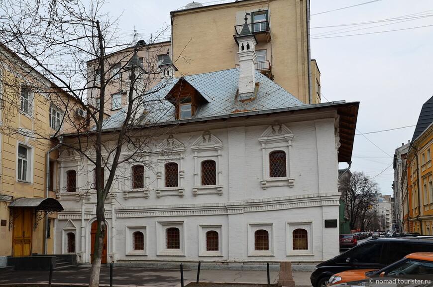 Палаты Г. Арасланова, угол Б. Никитской и Брюсова пер, д.1